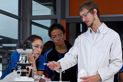 Photo of Gungahlin College students with teacher engaged in science experiment in laboratory