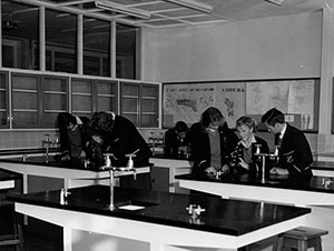 A black and white photo of students in the lab in a public school in the past