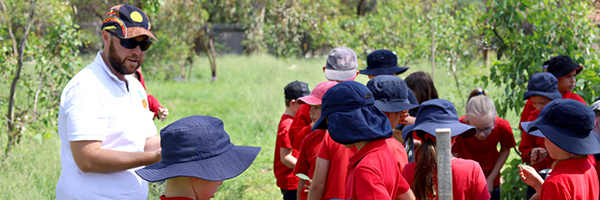 Gilmore Primary and Lake Tuggeranong College team up to develop an Aboriginal plant use garden