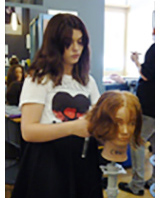 Student working on the hair of a mannequin at a Hairdressing VLO